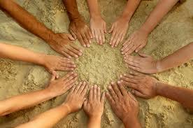 mani, sabbia